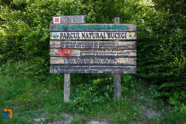 intrare-in-parcul-natural-bucegi-vazut-din-busteni-judetul-prahova.jpg
