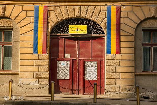 intrare-in-scoala-simion-barnitiu-din-zalau-judetul-salaj.jpg