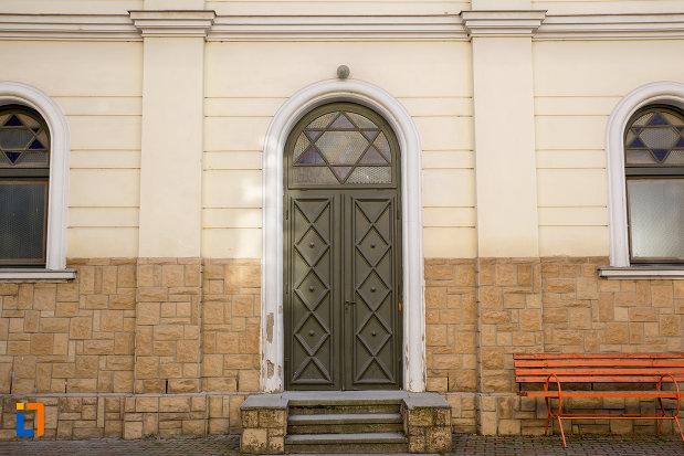 intrare-in-sinagoga-neologa-din-cluj-napoca-judetul-cluj.jpg