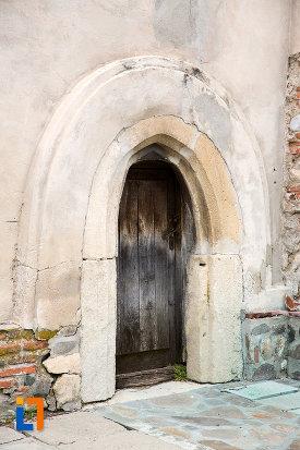 intrare-in-turnul-de-clopotnita-manastirea-negru-voda-din-campulung-muscel-judetul-arges.jpg