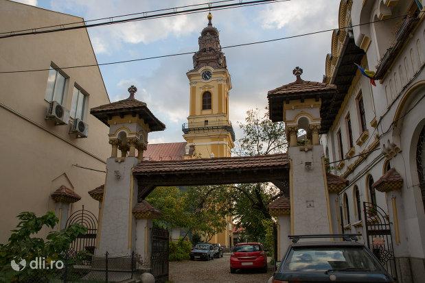 intrare-la-scoala-normala-greco-catolica-din-oradea-judetul-bihor.jpg