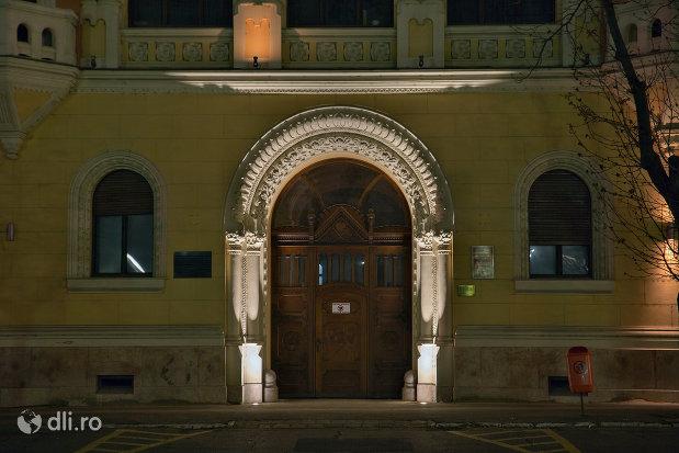 intrare-luminata-palatul-episcopiei-greco-catolice-din-oradea-judetul-bihor.jpg
