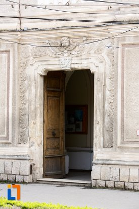intrare-ornata-de-la-biserica-sf-elisabeta-a-ungariei-manastirea-minorita-din-aiud-judetul-alba.jpg