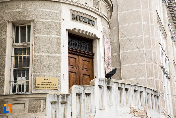 intrare-secundara-in-palatul-cultural-din-arad-judetul-arad.jpg