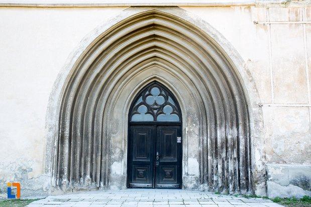intrare-si-arcuri-de-la-biserica-sfantul-bartolomeu-din-brasov-judetul-brasov.jpg
