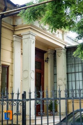 intrarea-de-la-casa-de-pe-str-domneasca-nr-64-din-galati-judetul-galati.jpg