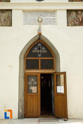 intrarea-in-ansamblul-bisericii-sf-dumitru-bagdat-din-ramnicu-sarat-judetul-buzau.jpg