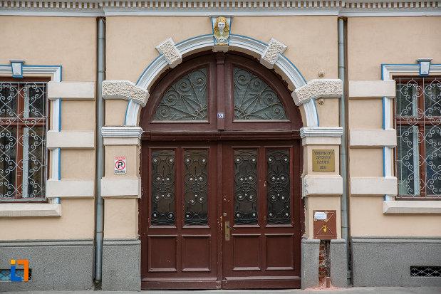 intrarea-in-arhiepiscopia-ortodoxa-romana-din-sibiu-judetul-sibiu.jpg