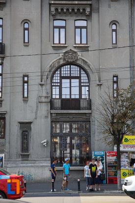 intrarea-in-banca-nationala-azi-sucursala-bcr-din-ploiesti-judetul-prahova.jpg