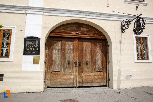 intrarea-in-biblioteca-teleky-bolyai-1799-din-targu-mures-judetul-mures.jpg