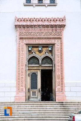 intrarea-in-biserica-adormirea-maicii-domnului-din-craiova-judetul-dolj.jpg