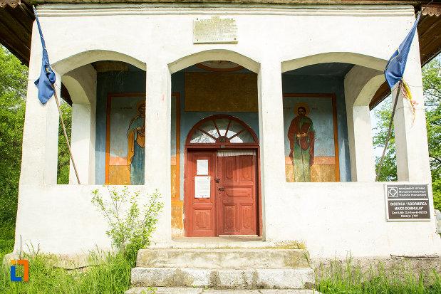 intrarea-in-biserica-adormirea-maicii-domnului-din-lupoita-judetul-gorj.jpg