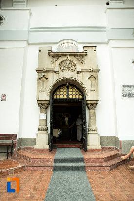 intrarea-in-biserica-adormirea-maicii-domnului-mavromol-din-galati-judetul-galati.jpg