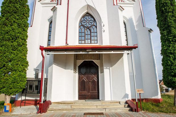 intrarea-in-biserica-din-brata-sf-ioan-botezatorul-din-saliste-judetul-sibiu.jpg