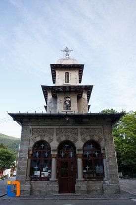 intrarea-in-biserica-domneasca-nasterea-maicii-domnului-din-busteni-judetul-prahova.jpg