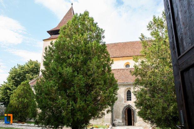 intrarea-in-biserica-evanghelica-din-ghimbav-judetul-brasov.jpg