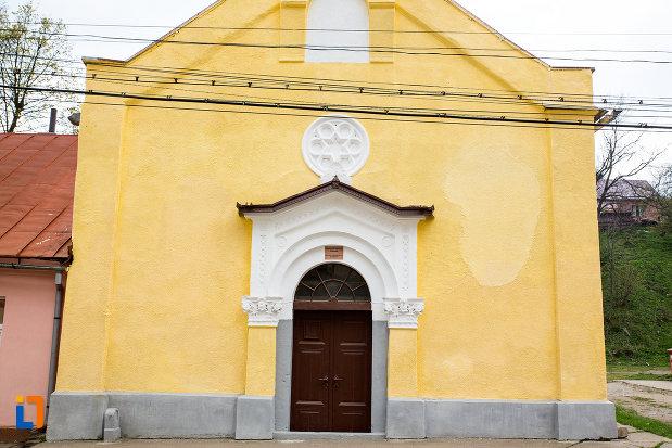 intrarea-in-biserica-evanghelica-din-steierdorf-judetul-caras-severin.jpg