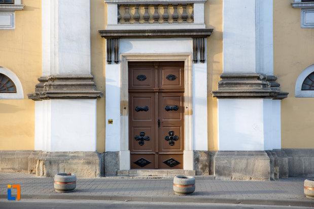 intrarea-in-biserica-evanghelica-luterana-sinodo-prezbiteriana-din-cluj-napoca-judetul-cluj.jpg