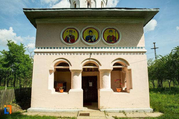 intrarea-in-biserica-inaltarea-in-biserica-din-suica-judetul-olt.jpg
