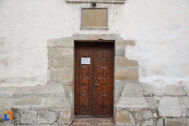 intrarea-in-biserica-invierea-domnului-vascresenia-1551-din-suceava-judetul-suceava.jpg