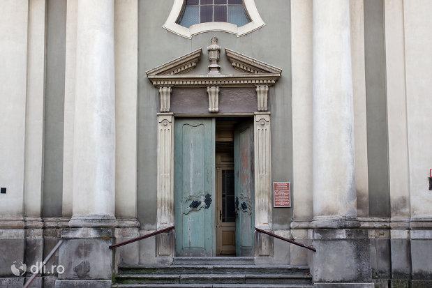 intrarea-in-biserica-maica-indurerata-a-manastirii-premonstratense-din-oradea-judetul-bihor.jpg