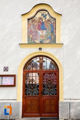 intrarea-in-biserica-maieri-buna-vestire-din-alba-iulia-judetul-alba.jpg