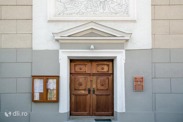 intrarea-in-biserica-manastirii-capucinilor-vizita-sf-fecioare-la-sf-elisabeta-din-oradea-judetul-bihor.jpg