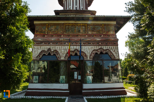 intrarea-in-biserica-muzeu-sf-ilie-biserica-noua-din-dragasani.jpg