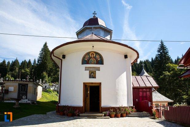 intrarea-in-biserica-nasterea-maicii-domnului-1835-din-predeal-judetul-brasov.jpg