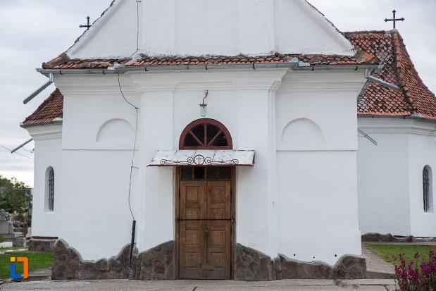 intrarea-in-biserica-nasterea-maicii-domnului-din-zarnesti-judetul-brasov.jpg