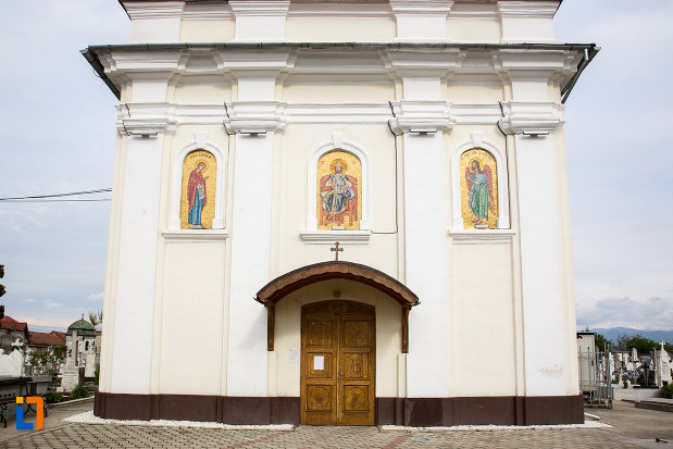 intrarea-in-biserica-nasterea-sfantului-ioan-botezatorul-din-caransebes-judetul-caras-severin.jpg