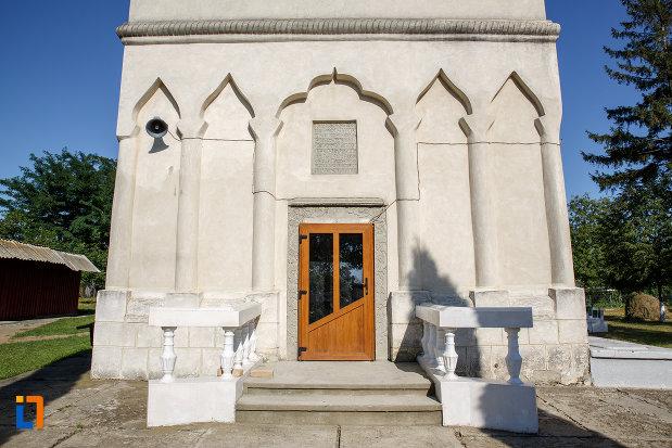 intrarea-in-biserica-ortodoxa-din-salcea-judetul-suceava.jpg