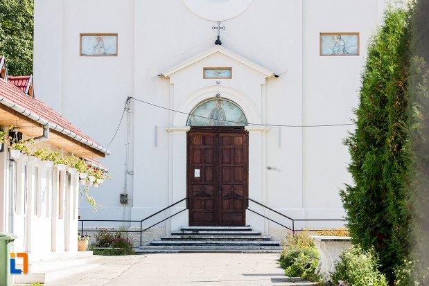intrarea-in-biserica-ortodoxa-sf-nicolae-1384-din-rasnov-judetul-brasov.jpg