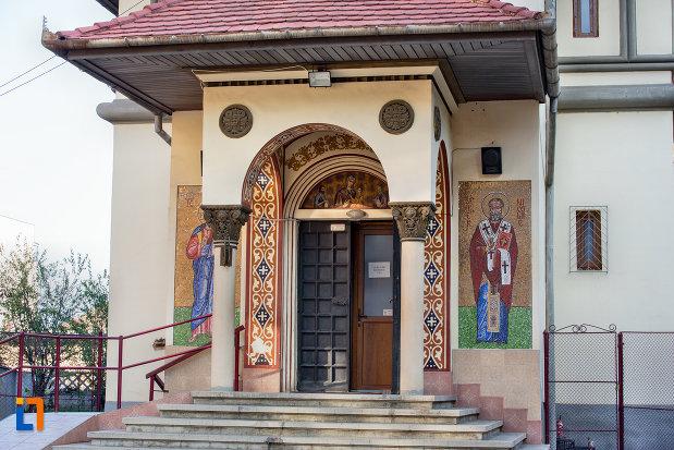 intrarea-in-biserica-ortodoxa-sf-nicolae-din-cluj-napoca-judetul-cluj.jpg