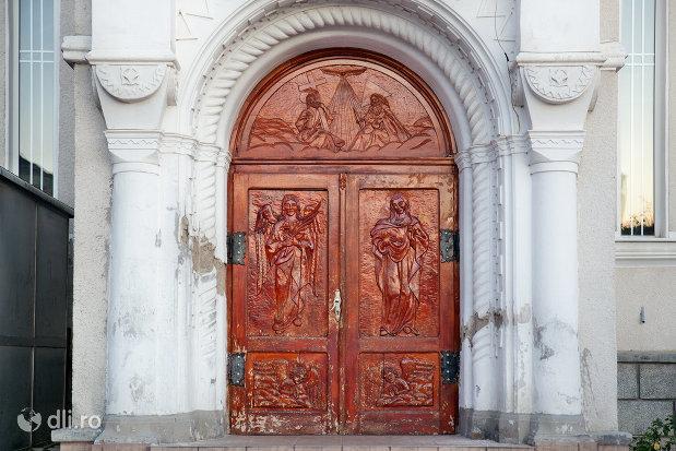 intrarea-in-biserica-ortodoxa-sfanta-treime-din-zalau-judetul-salaj.jpg