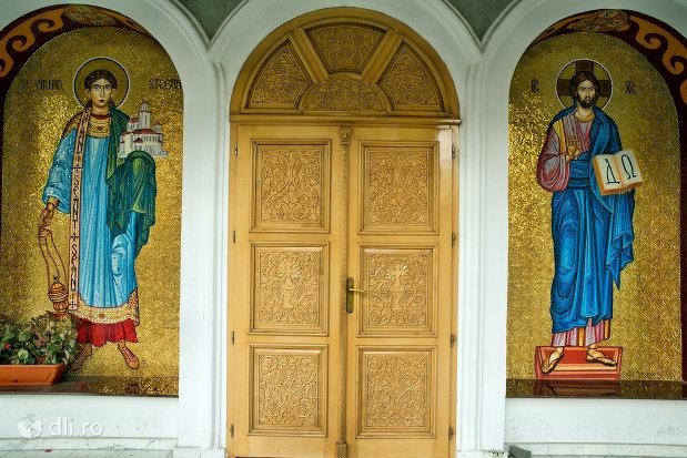 intrarea-in-biserica-ortodoxa-sfantul-stefan-din-zalau-judetul-salaj.jpg