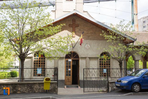 intrarea-in-biserica-petru-iacob-din-resita-judetul-caras-severin.jpg
