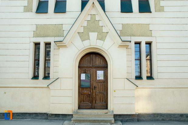 intrarea-in-biserica-reformata-calvina-din-cluj-napoca-judetul-cluj.jpg