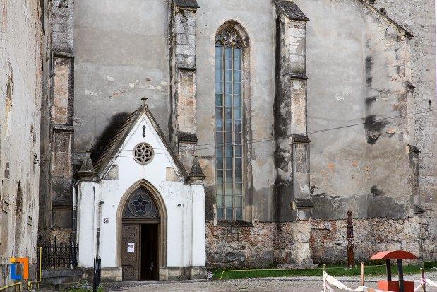 intrarea-in-biserica-reformata-din-aiud-judetul-alba.jpg
