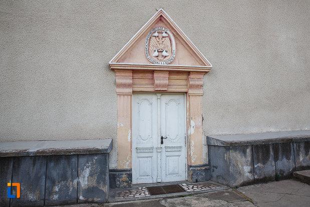 intrarea-in-biserica-reformata-din-hunedoara-judetul-hunedoara.jpg