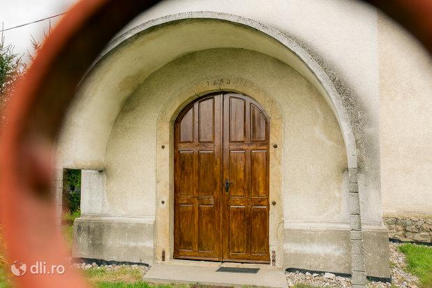 intrarea-in-biserica-reformata-din-tautii-magheraus-judetul-maramures.jpg