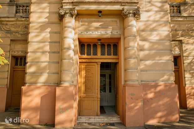 intrarea-in-biserica-romano-catolica-coborarea-sfantului-duh-din-oradea-judetul-bihor.jpg