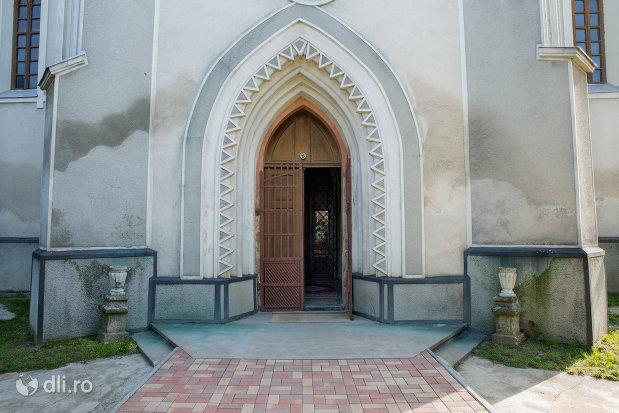 intrarea-in-biserica-romano-catolica-din-seini-judetul-maramures.jpg