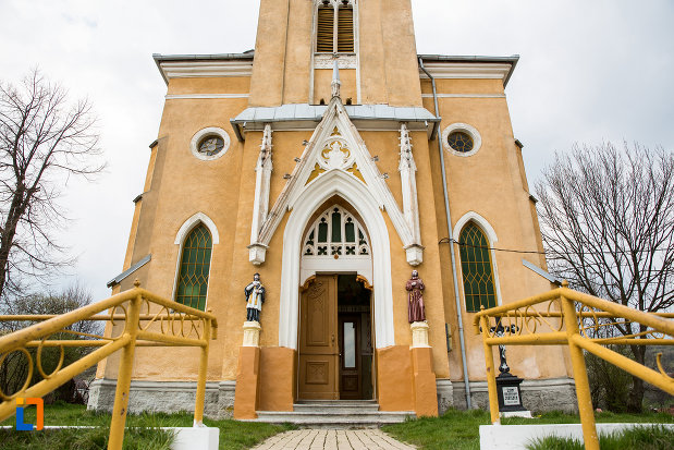 intrarea-in-biserica-romano-catolica-din-steierdorf-judetul-caras-severin.jpg