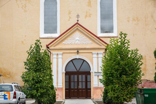 intrarea-in-biserica-romano-catolica-imaculata-conceptiune-1515-din-medias-judetul-sibiu.jpg