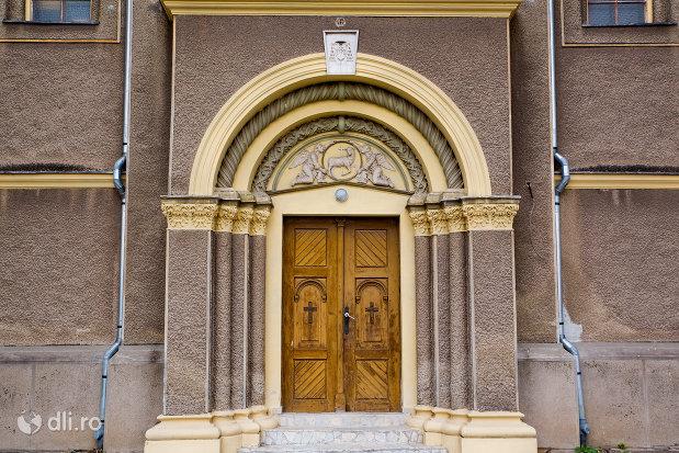 intrarea-in-biserica-romano-catolica-sf-anton-din-oradea-judetul-bihor.jpg