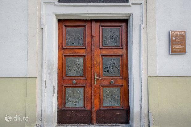 intrarea-in-biserica-romano-catoloca-sf-ladislau-din-oradea-judetul-bihor.jpg
