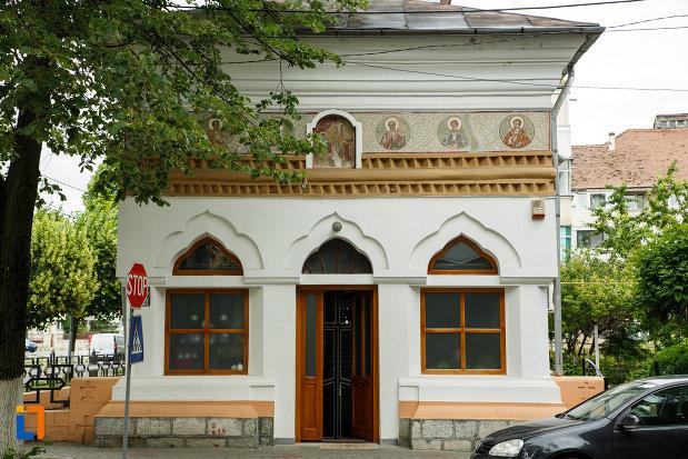 intrarea-in-biserica-sapunaru-nasterea-maicii-domnului-1783-din-focsani-judetul-vrancea.jpg