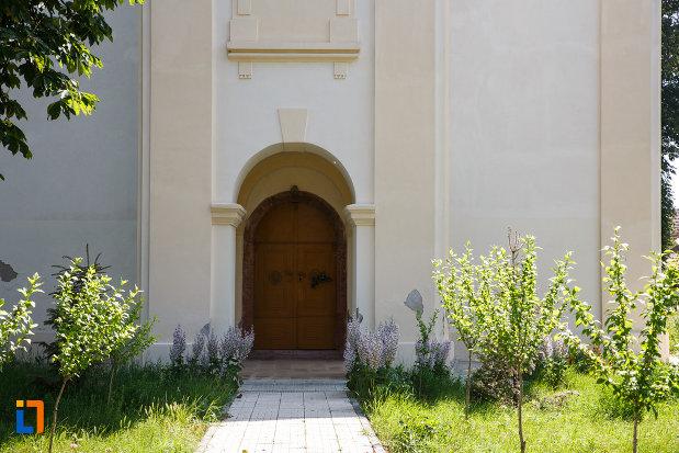 intrarea-in-biserica-sarbeasca-maica-domnului-1768-din-ciacova-judetul-timis.jpg