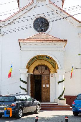 intrarea-in-biserica-sf-constantin-si-elena-volna-1865-din-calarasi.jpg